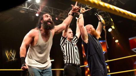 NXT Tag Team bajnokként, baloldalt Harper, jobboldalt Rowan, forrás: http://chaddukeswrestlingshow.com/wp-content/uploads/2013/05/NXT_168_Photo_35-2.jpg