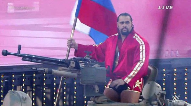 , forrás: http://uproxx.com/prowrestling/2015/03/rusev-made-his-wrestlemania-31-entrance-on-a-tank/