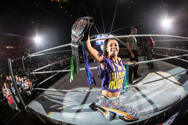 gallery-1448558670-bayley-sasha-banks-2