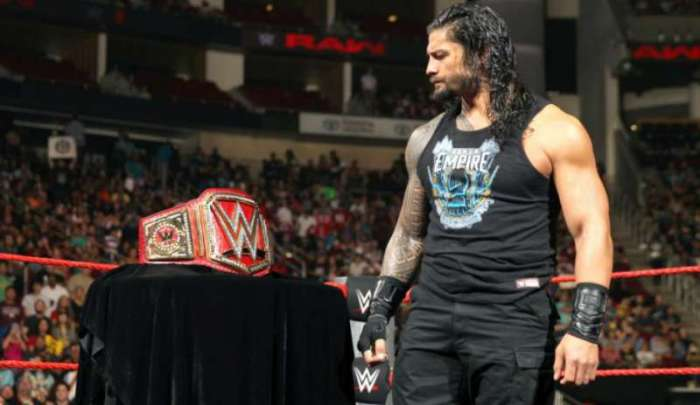 roman-reigns-looks-over-the-wwe-championship-1480654665-800