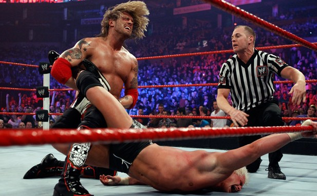 edge-vs-dolph-ziggler-world-heavyweight-championship-match4