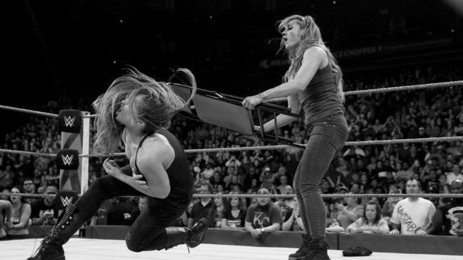 """""""Olyan gyenge vagy fejben, mint amilyen az állad!"""" – Becky Lynch"""